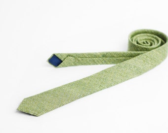 Mens tie, skinny and light green