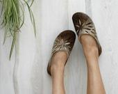 Felted slippers Women slippers Woolen clogs Valenki Women home shoes Handmade slippers Traditional felt Women house shoes Felted clogs Brown