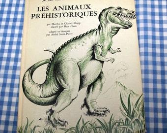 je me renseigne sur les animaux prehistoriques, vintage 1969 children's book IN FRENCH