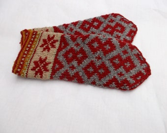 knitted wool gray red mittens, hand knitted pattern mittens, knit latvian mittens, nordic mittens, folk style mitts