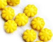 Flower beads, czech glass flat daisy - Lemon Yellow - 9mm - 20Pc - 0130