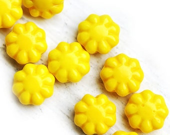 Flower beads, czech glass flat daisy - Lemon Yellow - 9mm - 20Pc - 0130