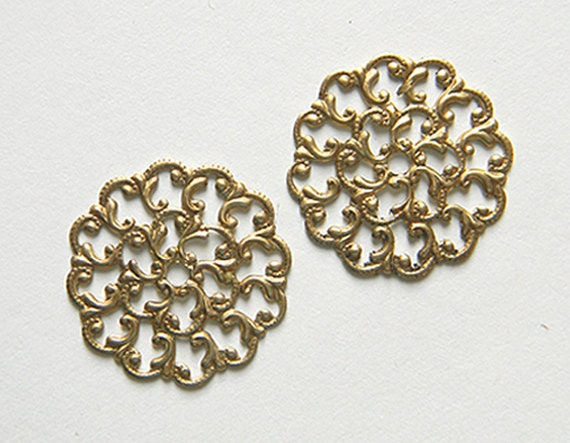Round Brass Filigree, Raw Brass Filigree, Scalloped, Vintage Style Stamping 26mm  - 4 pcs. (r124)