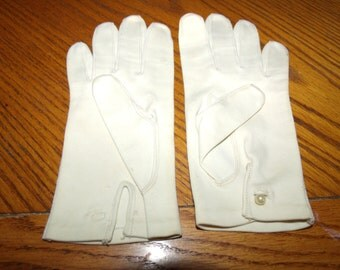 Vintage heavy cotton Ivory gloves, small dainty pearl gloves...