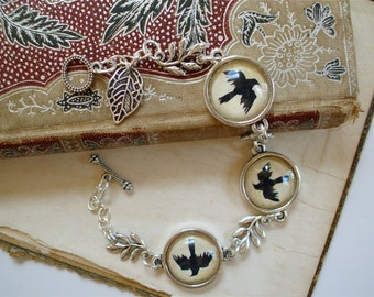 Crow Bracelet in Silver - Bird Silhouette with Leaf - Raven - Blackbird - Magpie