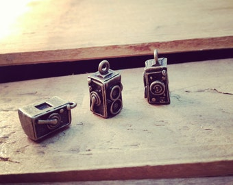 Thick Twin-Lens Camera Charms Antique Bronze 35mm Camera Photography Charm Photo Charm Vintage Style  (BD145)