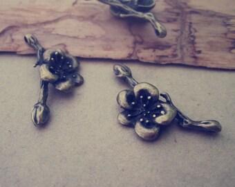 20pcs of  Antique bronze flowers pendant charm 24mmx31mm