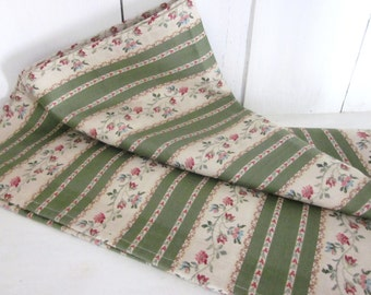 Table runner, shabby chic, green runner, floral runner, farmhouse decor, shabby chic table runner, home accessories, home
