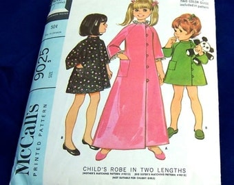 Vintage McCall's New Easy Pattern 9025  1967 Child's Robe in Two Lengths  Size 5