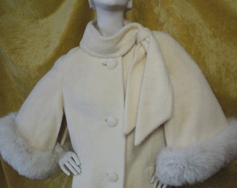 RESERVED Iconic Lilli Ann Cape Coat/EXCELLENT/HEAVY Thick Mohair/Commissioned Piece?/Fox Fur/White Cream Swing Coat/Vintage/Cape Sleeves