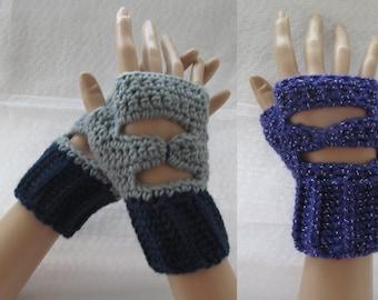 Fingerless mittens open back