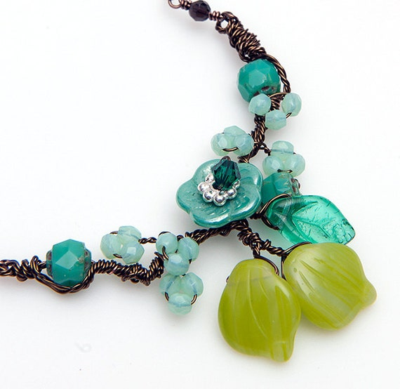 Turquoise Green Flower Necklace,  Beaded Necklace, Nature Jewelry, Leaf Jewelry