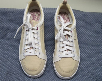 Womens KEDS sneakers//tennis shoes size 8