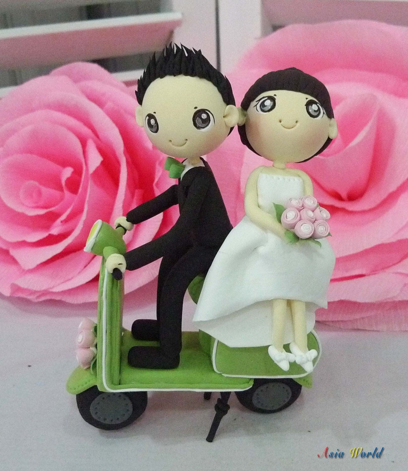 Wedding cake topper green vespa wedding clay doll engagement for Vespa decoration
