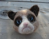 Grumpy Cat needle felted brooch/pin