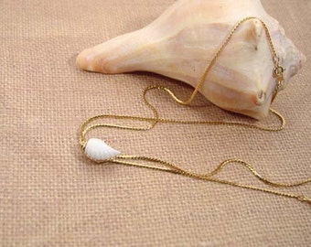 "Avon ""Sea Swirls"" gold tone lariat necklace with a white lucite shell 1985 Vintage"
