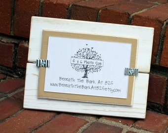 Picture Frame - Holds a 4x6 Photo - Distressed Wood - White & Khaki