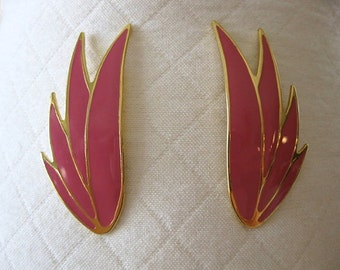 vintage. EARRINGS. gold tone. PINK. pierced. 1980s.