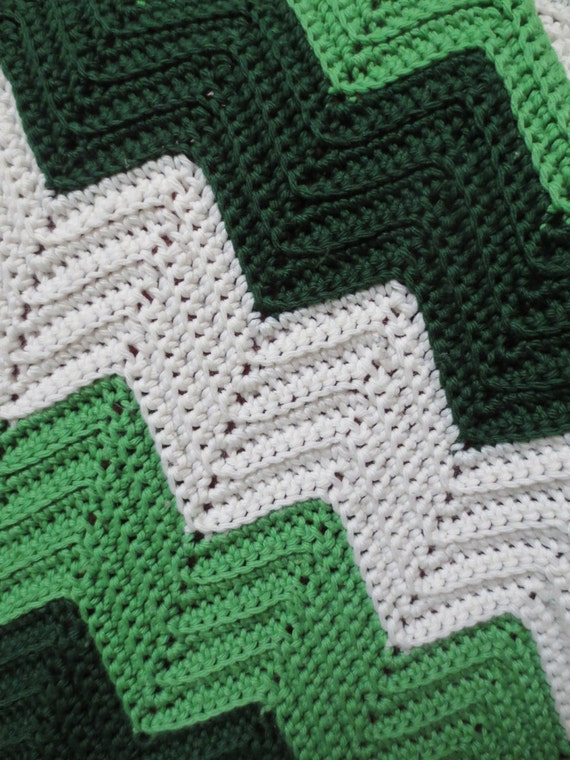 Crochet Afghan Pattern Zig Zag : Large Vintage Zig Zag Crochet Throw / Blanket / Afghan Green
