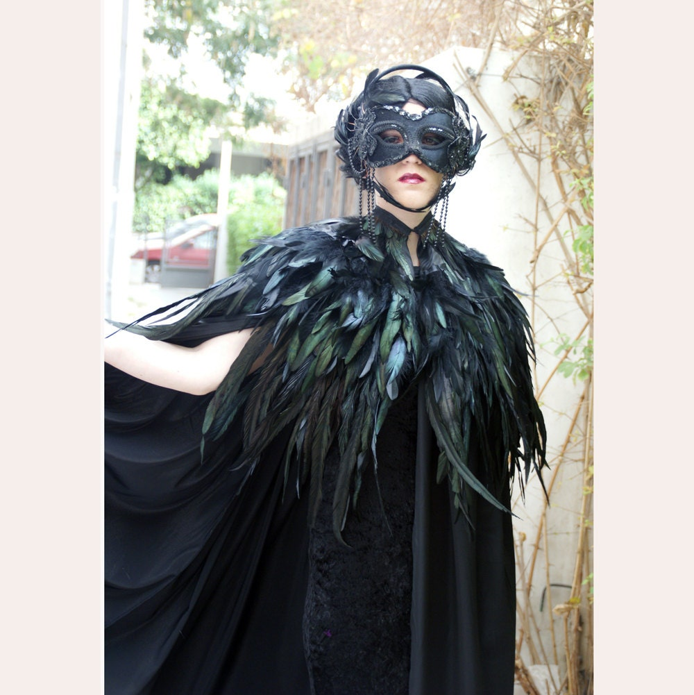 Black cape long & regular rooster feathers to the waist line