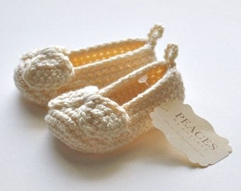 Cream / Off White Baby Shoes -- infant shoes baby boots baby shoes baby slippers baby booty newborn gift babyshower pregnancy gift