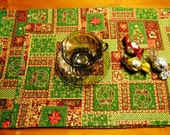 Set of 4 Christmas reversible placemats with two layer interfacing inside: green, red, yellow, cotton fabrics.12,5 x 16.5