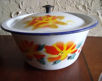 Collectible 1970s Covered Casserole Dish Graniteware Enamelware Floral Design Blue Trim
