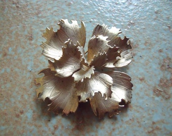 Vintage 1970s Gold Tone Giovanni Pin Brooch Floral Or Cabbage Rose Motif