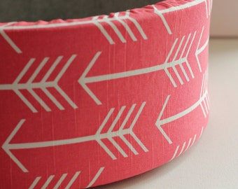 "14"" Self Warming Cat Bed in Coral Arrow Print"