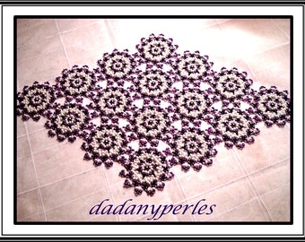 pattern bead table center  littles mauves  flowers