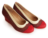 Red wedge shoes in leather and fabric