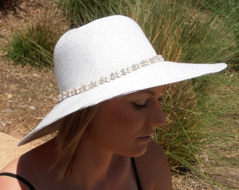 Diamonds and pearl women's floppy hat