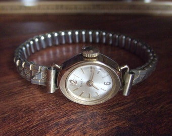 Vintage Timex Goldtone Round Dial Women's Watch