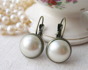 Ivory Pearl Earrings. Rustic Wedding, Romantic Jewellery, Bridal Earrings, Glass Pearls, Antiqued Brass, Vintage Style.