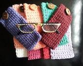 Cotton Crochet eyeglasses case, cozy cover glasses with wood button, sunglasses crochet case Choose your colors