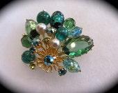 """Gorgeous Green Kramer """"fan style"""" brooch"""