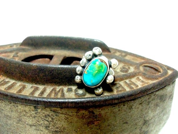 Ring Turquois Bear Claw Ring, Sterling Silver, Size 5 1/2, From the 1940s, Utah Southwestern