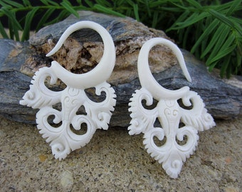 One pair of 10G (2.5 mm)   Carved bone Ear stretcher , Organic Gauged Earrings, Tribal gauge, Body Piercing jewelry L1811