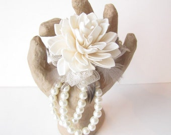 Sola Flower & Feather Wristlet Corsage