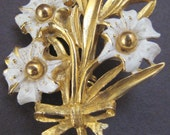 Vintage White and Gold Tone Flower Bouquet Brooch 60's 70's Flower Jewelry