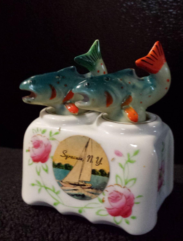 Vintage fish nodder salt pepper shakers souvenir nodding for Fish salt and pepper shakers