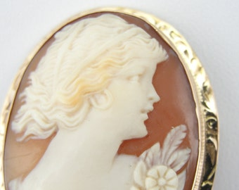Classic Ladies Cameo Brooch in Fine Carved Shell J46F0X-P
