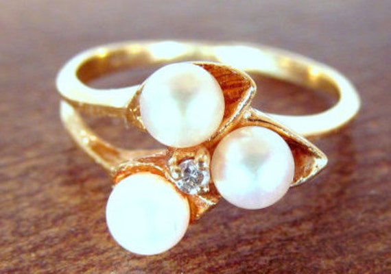 Vintage Dainty and Beautiful Pearl and Diamond Ring in 10K Yellow Gold