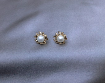 Gold X kisses and Pearl Vintage Earrings