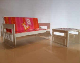 Vintage Barbie 70s sofa and table