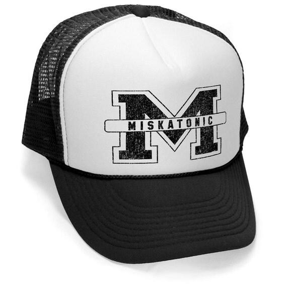 MISKATONIC UNIVERSITY LOVECRAFT hp Cuthulu chapeau osfa style rétro vintage unisexe Trucker Cap