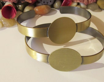 D-00352 - 1 Bracelet ant. bronce for Cabochons tray 25mm