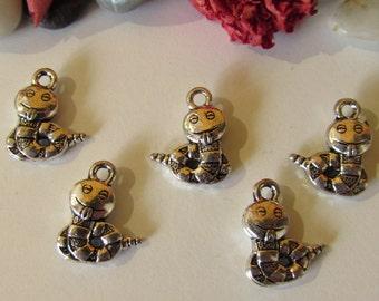D-02218 - 5 Pendants Snake antique silver