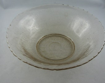Age old (20s / 30s), beautiful, delicate rosé colored glass bowl with demolition. 22 cm. Mint condition. Collector's item. Vintage