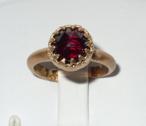 gold red garnet ring granat ring promise ring textured. Black Bedroom Furniture Sets. Home Design Ideas